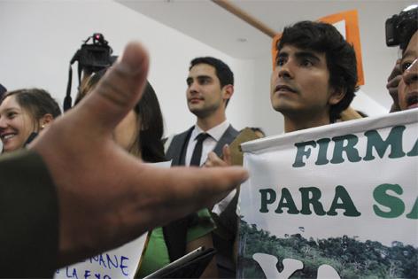 YASunidos exigieron firmas de Asambleístas a favor de consulta