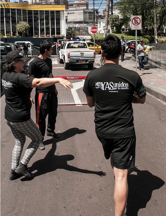 """El """"Mundial de todas las luchas"""" empezó en Quito entre Yasunidos vs.  Petroleros"""