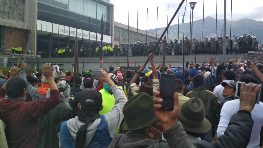 Sigue la represión en Ecuador  a pesar de que marchantes solicitan paz
